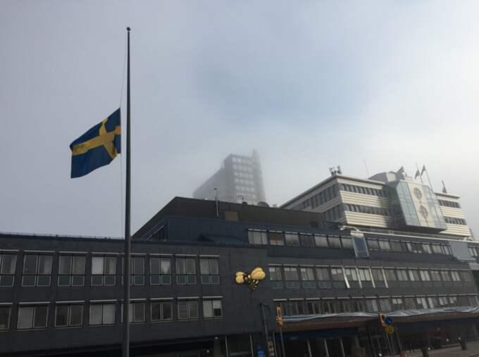 Expressen har halat flaggan under söndagen på grund av Jeanette Bonniers död. Foto: Expressen