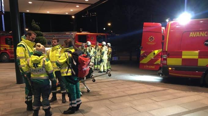 Räddningstjänsten skickade sex enheter och två ledningsenheter till platsen. Foto: Joakim Magnå