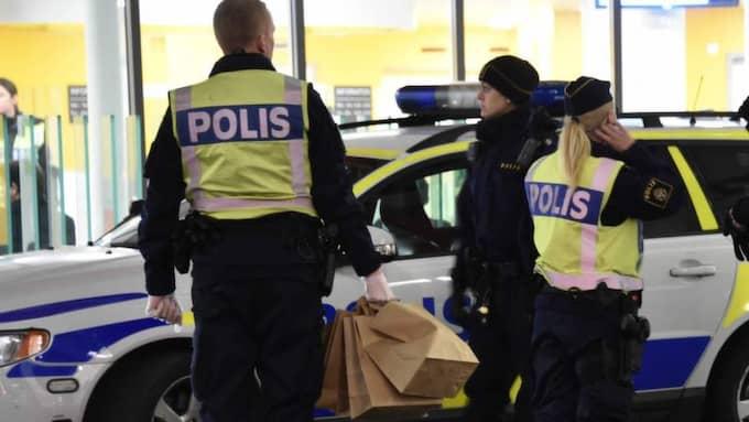Här jobbar polisen efter attacken i Malmö. Foto: Patrick Persson