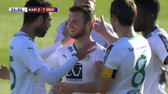 Måns Söderqvist gratuleras efter målet. Foto: C More
