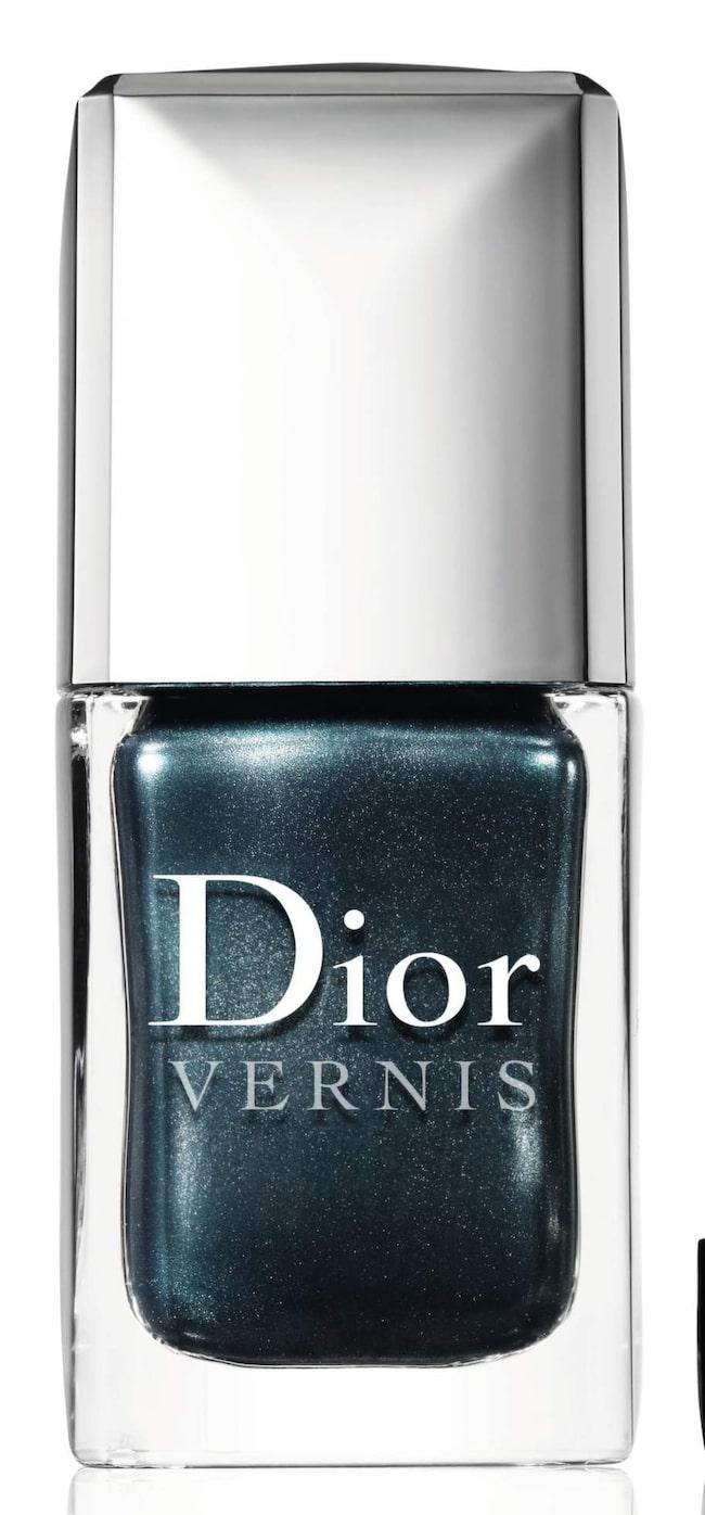 "Som smaragder! Grönmetallic lack i nyansen ""Mystic magnetics"" från Dior Vernis, 250 kronor."