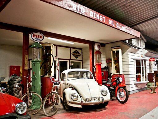 Stora delar av Big Begts museum säljs på auktion den 19-21 oktober. Bilklassiker, motorcyklar och mopeder är bara några av föremålen.