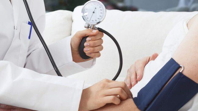 vilken arm tar man blodtryck på