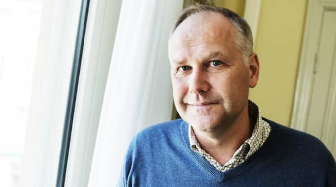 Nu lämnar Västerpartiets ledare Jonas Sjöstedt Östermalm för Midsommarkransen. Foto: Anna-Karin Nilsson