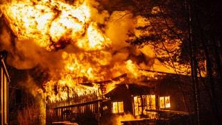 Explosionsrisk vid kraftig brand i verkstad i Avesta