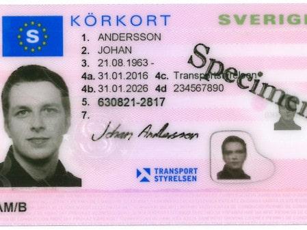 Om du bor permanent utomlands kommer du inte kunna förnya ditt svenska körkort efter den 1 maj.