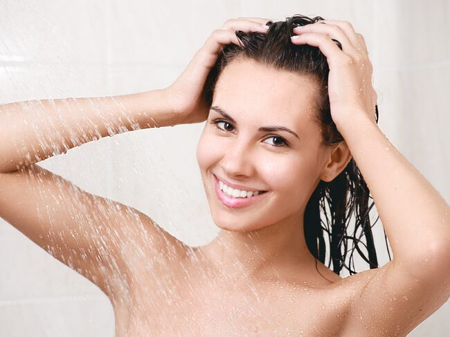 Visste du att du kan spara massa vatten om du kissar i duschen?