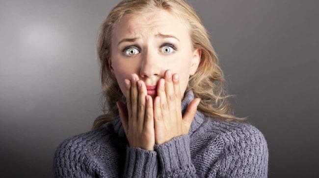 Helt vita tänder ser ofta konstigt och onaturligt ut. Den perfekta vita färgen för tänderna ska matcha dina ögonvitor.