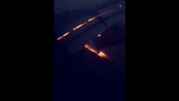 TV: Här brinner Saudis flygplan