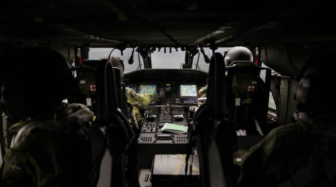 Expressen följde med i en Black Hawk-helikopter. Foto: Lisa Mattisson