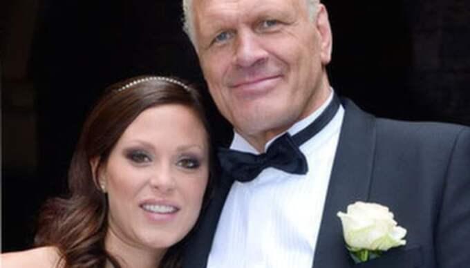 Frank Andersson går nu ut med att han gör vissa skönhetsingrepp för att matcha sin 28 år yngre fru Jeanette.