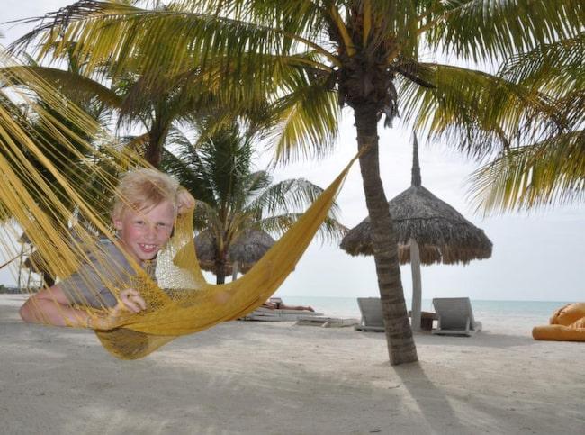 Edvard, 9, gillar stranden på Casa Las Tortugas på Holbox.