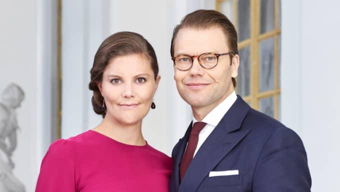 Även mamma Victoria och pappa Daniel har tagit en ny bild! Foto: ANNA-LENA AHLSTRÖM, KUNGAHUSET.SE