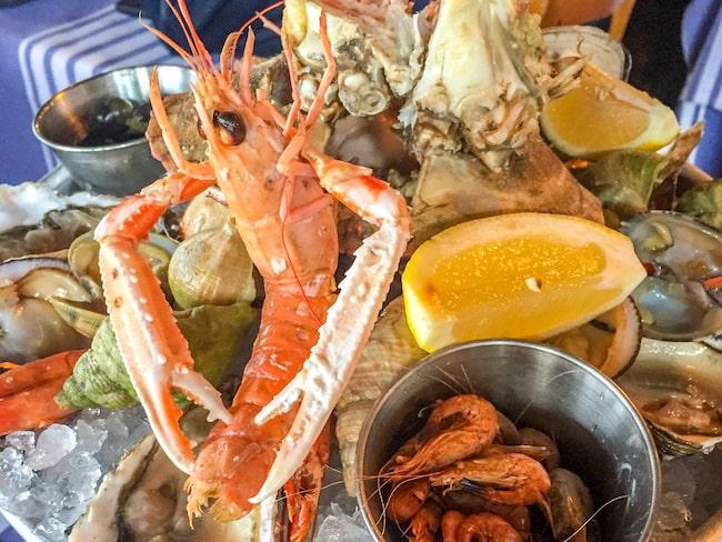 I Biarritz har du möjlighet att njuta av pinfärska läckerheter från havet.