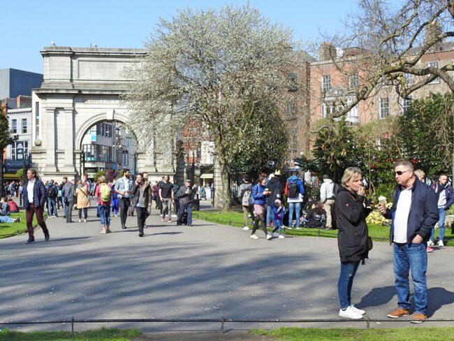 Lyxhotellet ligger intilln populära parken St Stephen's Green i hjärtat av Dublin.