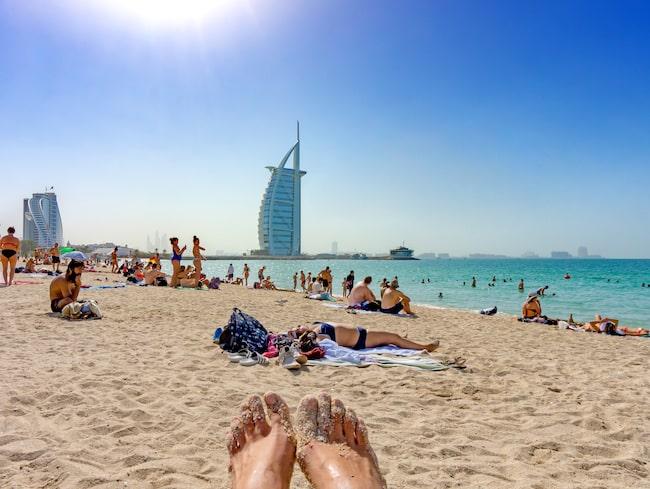 Sola toppless som tjej i Dubai, ej okej.