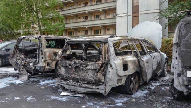 Åtta bilar har brunnit under natten i Västsverige