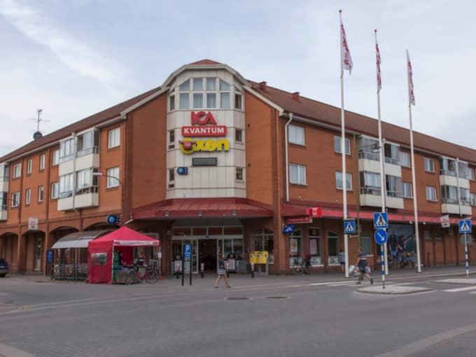 Det var vid den här matvarubutiken som de två 13-åriga flickorna först upptäckte att den unge mannen följde efter dem på cykel. Foto: Tomas Törnberg