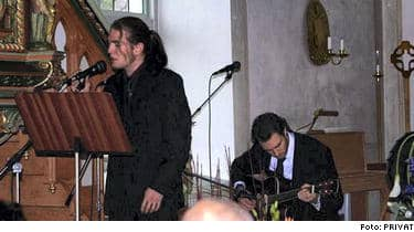"""Jonas """"Idol-Snäckan"""" Snäckmark sjöng på Christians begravning."""