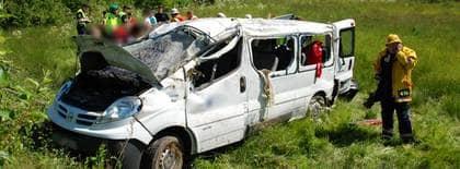 Sex skadade i minibussolycka