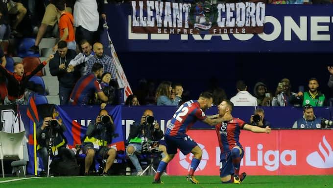 Här firar han ett av sina två mål mot Barcelona. Foto: HEINO KALIS / REUTERS BILDBYRÅN