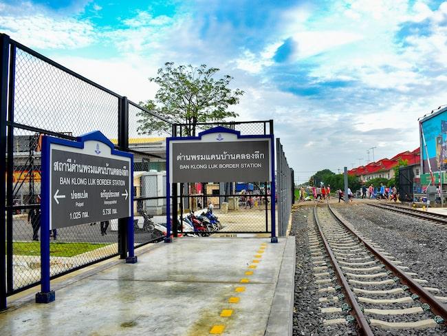 Efter att ha stått övergiven i 45 år har tåglinjen mellan Bangkok och Kambodja renoverats och tagits i bruk.
