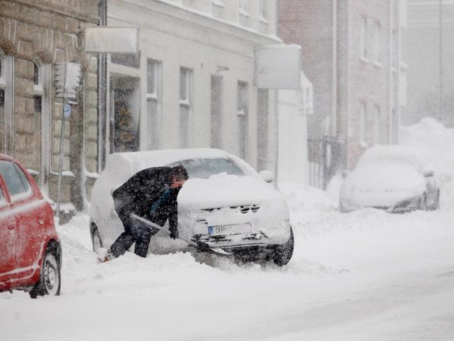 I Västernorrland finns det just nu väldigt många chanser att träna snöskottning.
