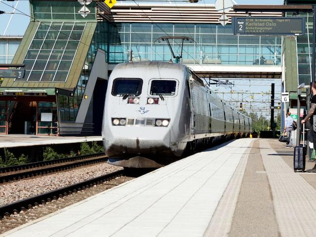 Att resa med tåg i stället för flyg är klimatsmart. Liksom förstås att resa inrikes i stället för utrikes (oftast kortare avstånd).