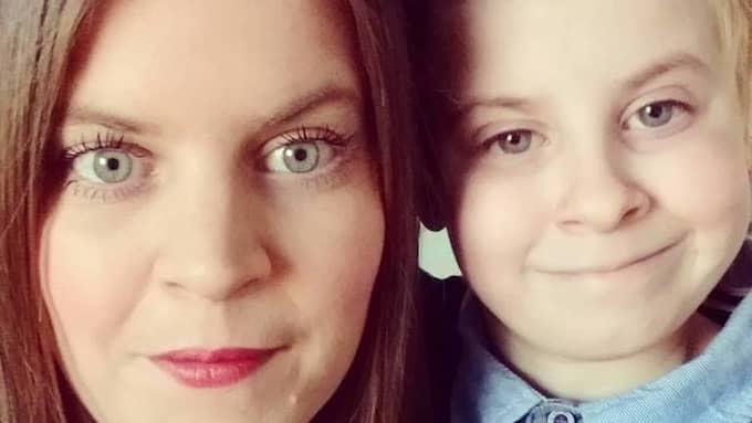 Jenny Björsing och hennes son Hampus vill ha sällskap till jul. Det får de - mer än de hade kunnat drömma om. Foto: Privat