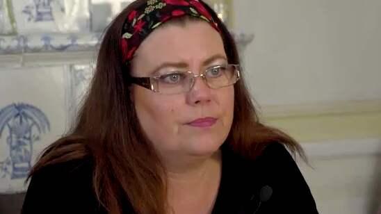 """Englas mamma Carina Höglund: """"Det tycker jag är bedrövligt. Vi har precis börjat landa och kunna acceptera hennes död, så ska allt rivas upp igen"""". Foto: Brottscentralen"""
