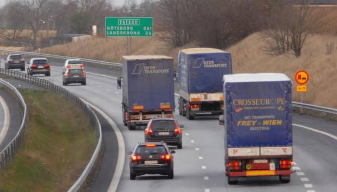 Peter Jeppsson och Maria Nygren från Transportgruppen hävdar att en begränsning av transporter leder till ökad miljöpåverkan i stället för tvärtom. Foto: Lasse Svensson