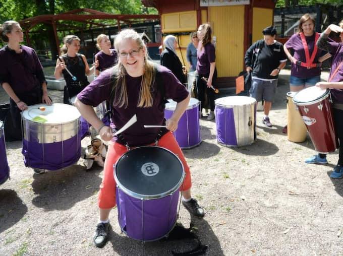 Lena Niemi Birgersdotter från Rrriotsamba vill att kvinnor ska våga ta större plats även musikaliskt. Foto: Christer Wahlgren
