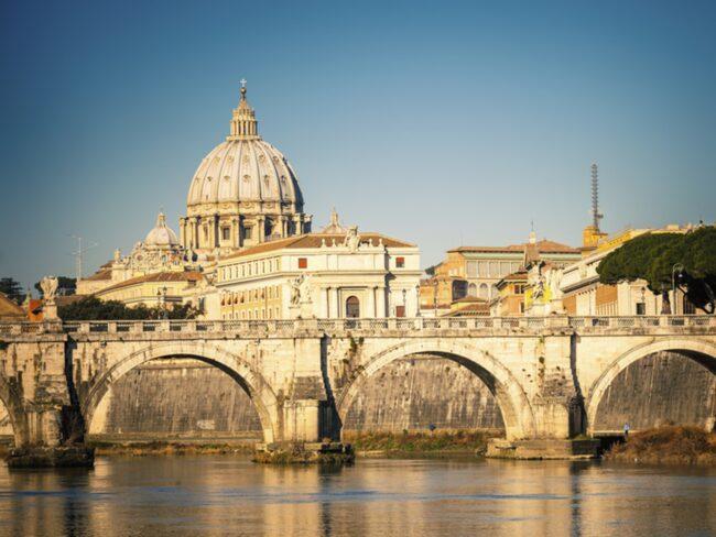 De gamla romerska katakomberna ligger längsmed Via Appia, en av Roms mest kända bevarade antika vägar.