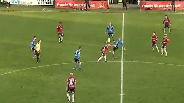 Oremo sparkar motståndare i huvudet –visas ut direkt