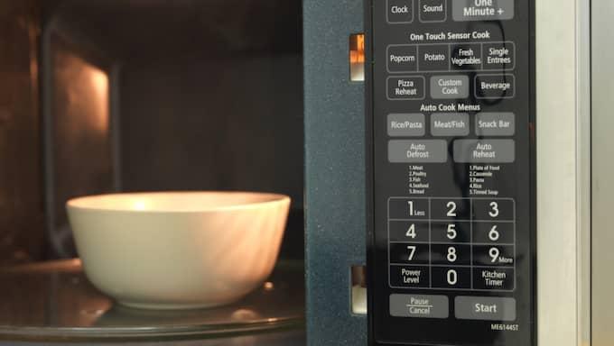Även mikrovågsugnen ska ge avdrag – om den repareras i hemmet. Foto: Kitch Bain / KITCH/Colourbox