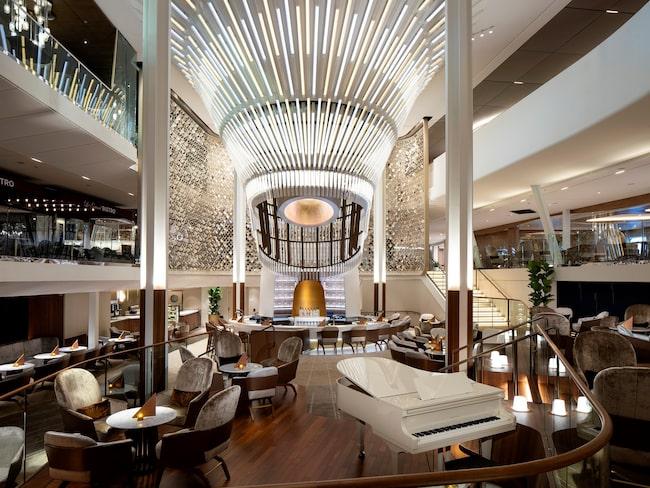 På Grand Plaza kan gästerna njuta av mat och dryck.