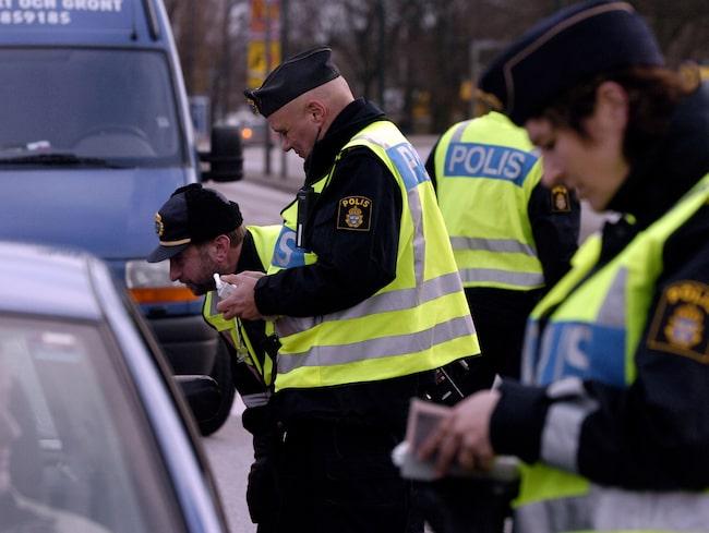En extra vanlig syn på de svenska vägarna den här veckan – polisens nykterhetskontroller.