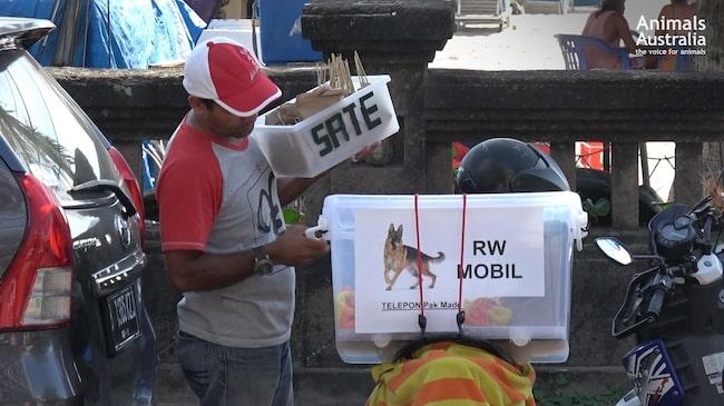 """Skyltar med inskriften """"RW"""" betyder att rätten innehåller hund. Varning för starka bilder."""