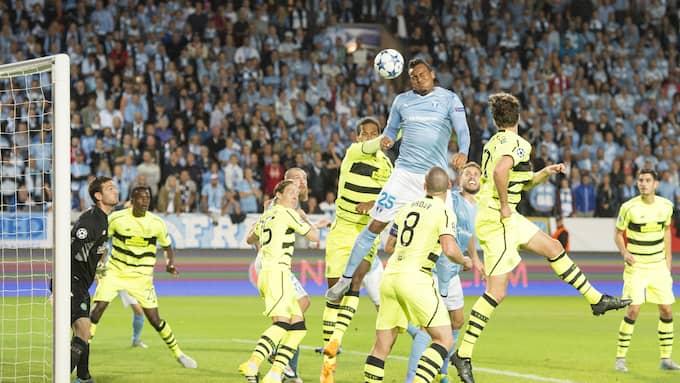 Felipe Carvalho nickar in det avgörande 2-0-målet när Malmö slog Celtic hemma och gick till Champions League 2015. Foto: TOMAS LEPRINCE