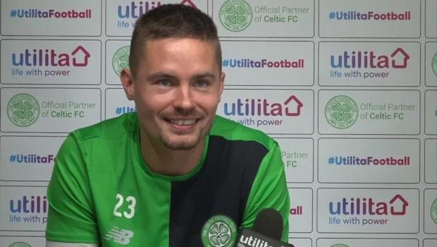 Här buas Mikael Lustig ut på presskonferensen