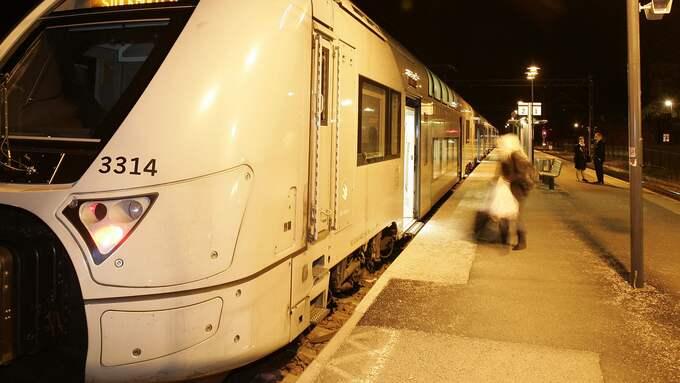 Enligt IVO fick barnen övernatta på tågstationen i Kinna. OBS Genrebild. Foto: RICHARD STRÖM