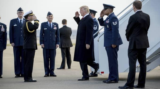 Donald Trump anländer till Louisville, Kentucky, inför måndagens tal. Foto: Andrew Harnik / AP TT NYHETSBYRÅN