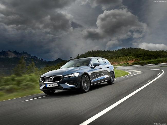 Volvo V60, ett av ljusen i mörkret när det gäller bilförsäljning i Sverige under oktober.