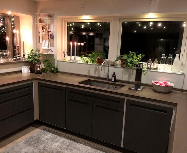 När Annika och hennes man renoverade köket valde de den enkla och raka stilen.