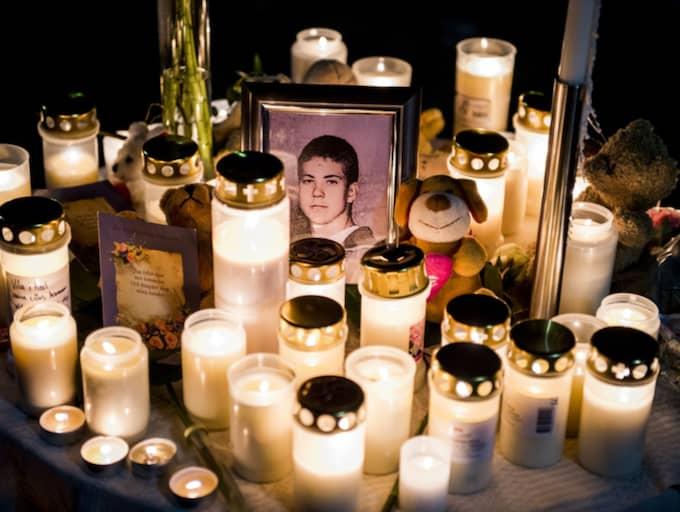 Minnesplatsen vid Göingeskolan i Broby där 15-årige Arminas Pileckas knivmördades. Foto: Tomas Leprince