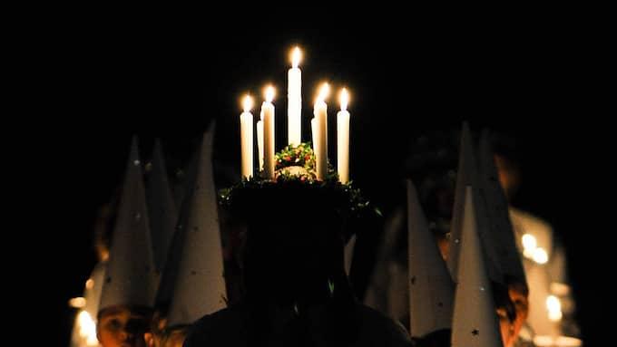 Polisen larmades till ett befarat Ku Klux Klan-möte, men det var bara ett luciatåg. Foto: Ian Forsyth/Getty Images