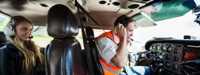 Piloten Magnus Falck navigerar oss runt Göteborgsvarvet. Foto: Robin Aron
