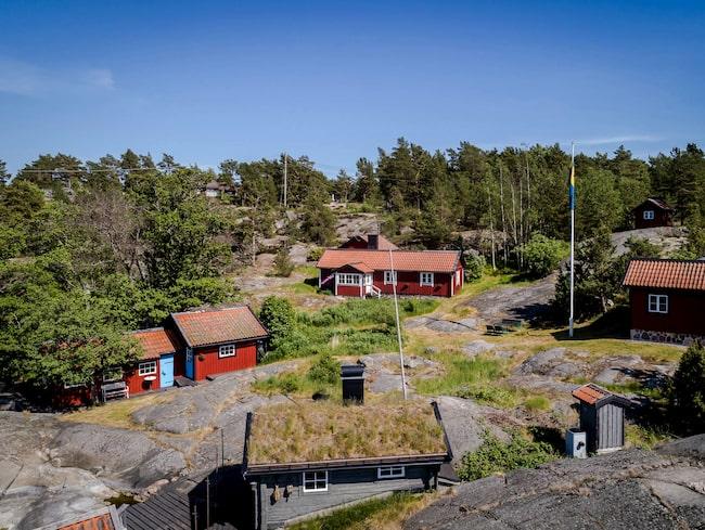 Sjöstället i Stockholms skärgård är till salu för 9 950 000 kronor.