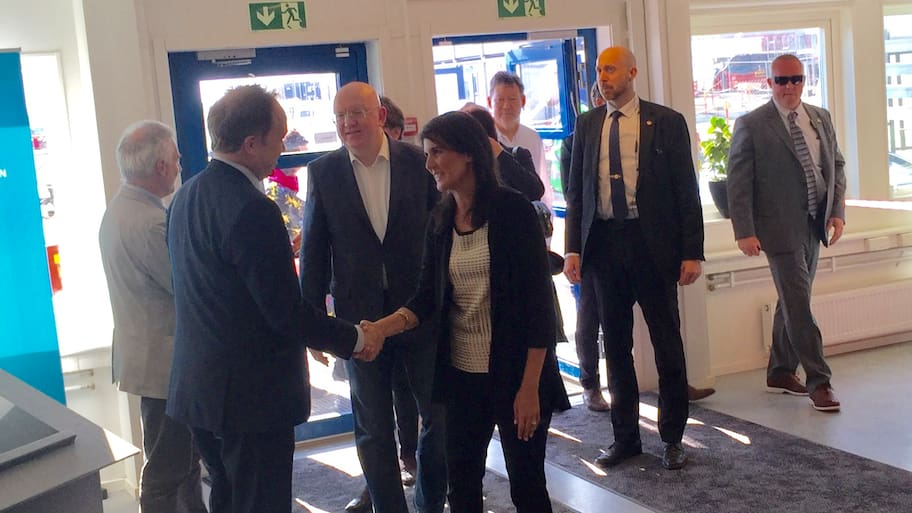 De 15 FN-ambassadörerna anlände under fredagseftermiddagen till Kastrup i Köpenhamn.Den