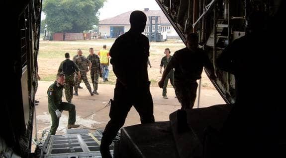 ELITSOLDATER. Det svenska elitförbandet flögs vid ett tillfälle in till huvudstaden Kinshasa i Kongo från Gabon tillsammans med franska styrkor för att ingripa i strider, men kom fram först sedan stridigheterna upphört. (OBS personerna på bilden har inget samband med artikeln) Foto: Franska försvaret